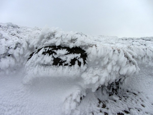 The wind had blown the snow on the Mourne Wall in an interesting pattern.